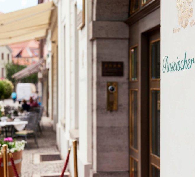 Best Western Premier Grand Hotel Russischer Hof Außenansicht