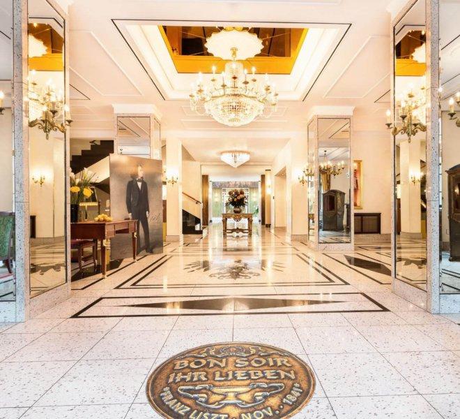 Best Western Premier Grand Hotel Russischer Hof Lobby