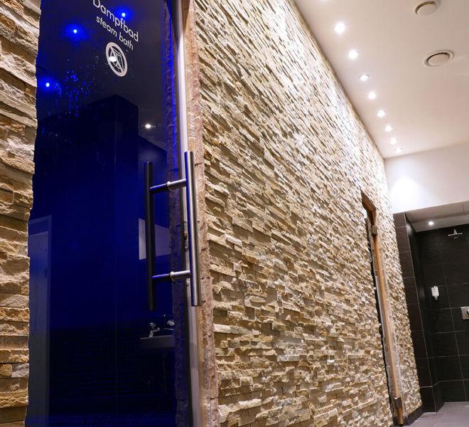 Pool-Bereich im Best Western Premier Central Hotel Leonhard